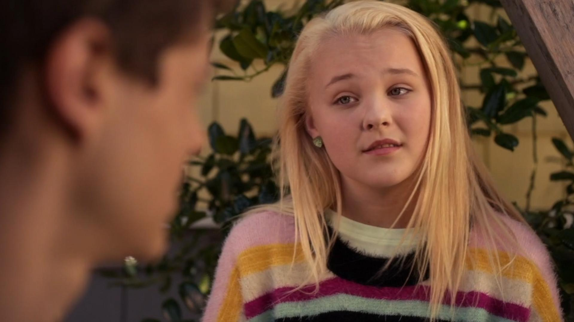 jojo siwa ditches her signature bows in blurt see her with her