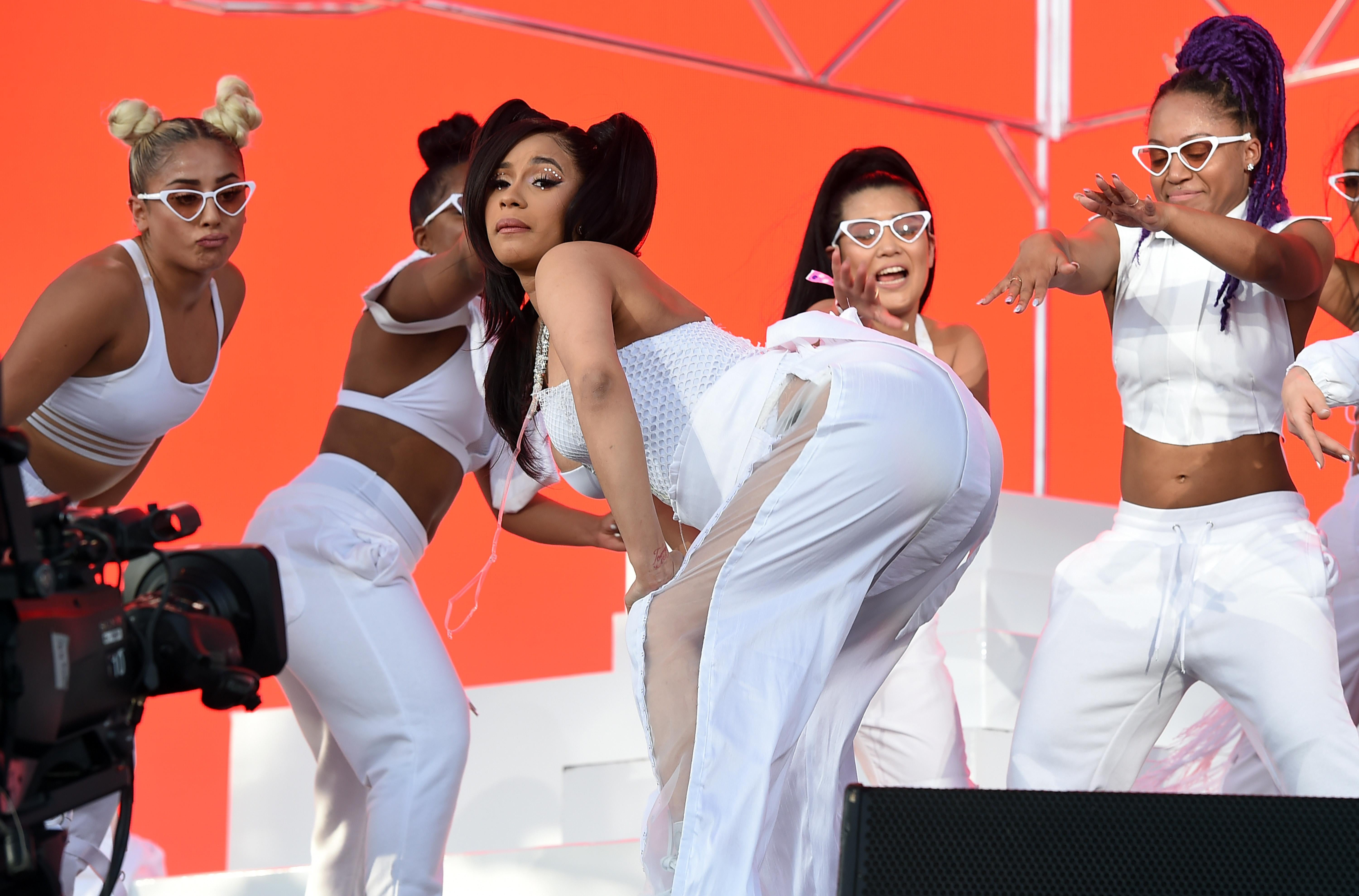 Watch Pregnant Cardi B Twerk And Live Her Best Life At Coachella