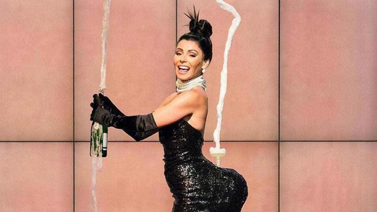 Kelly Ripa Tries To Break The Internet With Kim Kardashian Inspired