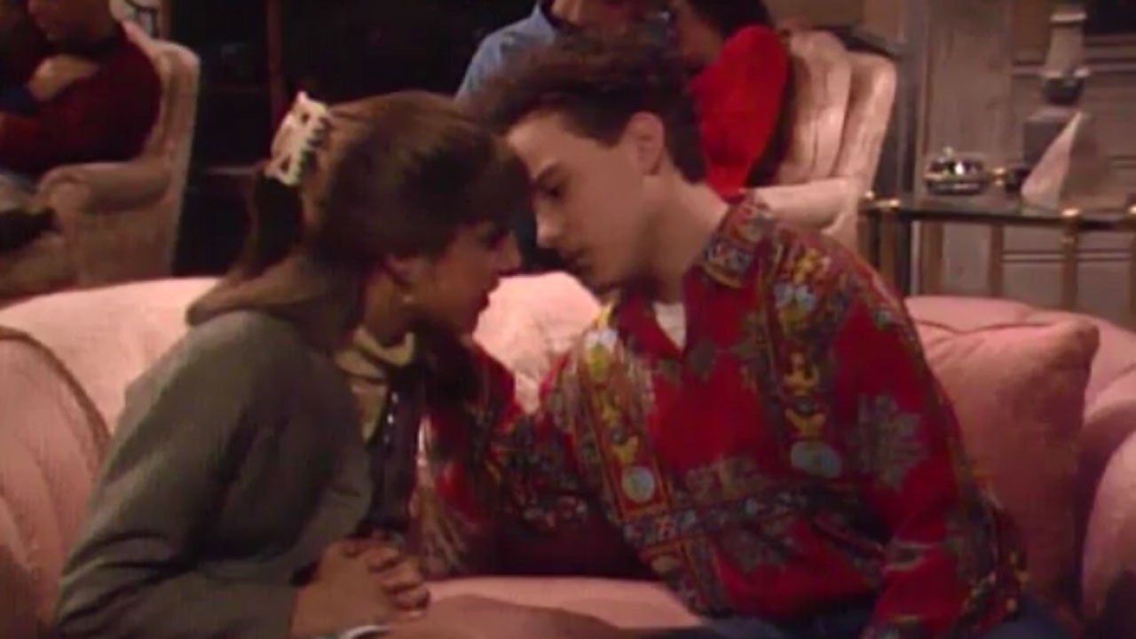 mayim bialik and johnny galecki recreate their first on
