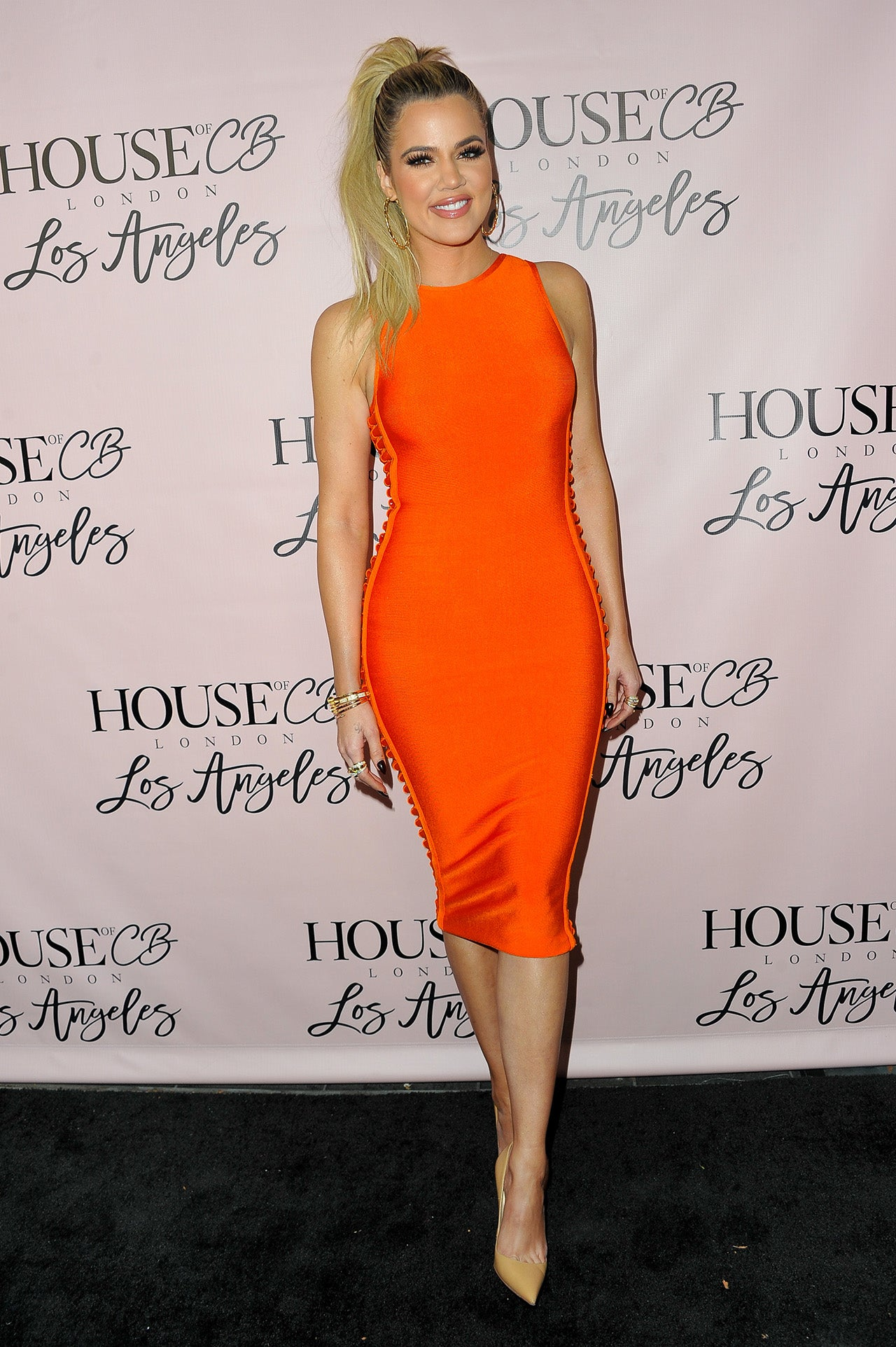 Khloe kardashian wows in orange bodycon dress as kylie for How to dress like khloe kardashian