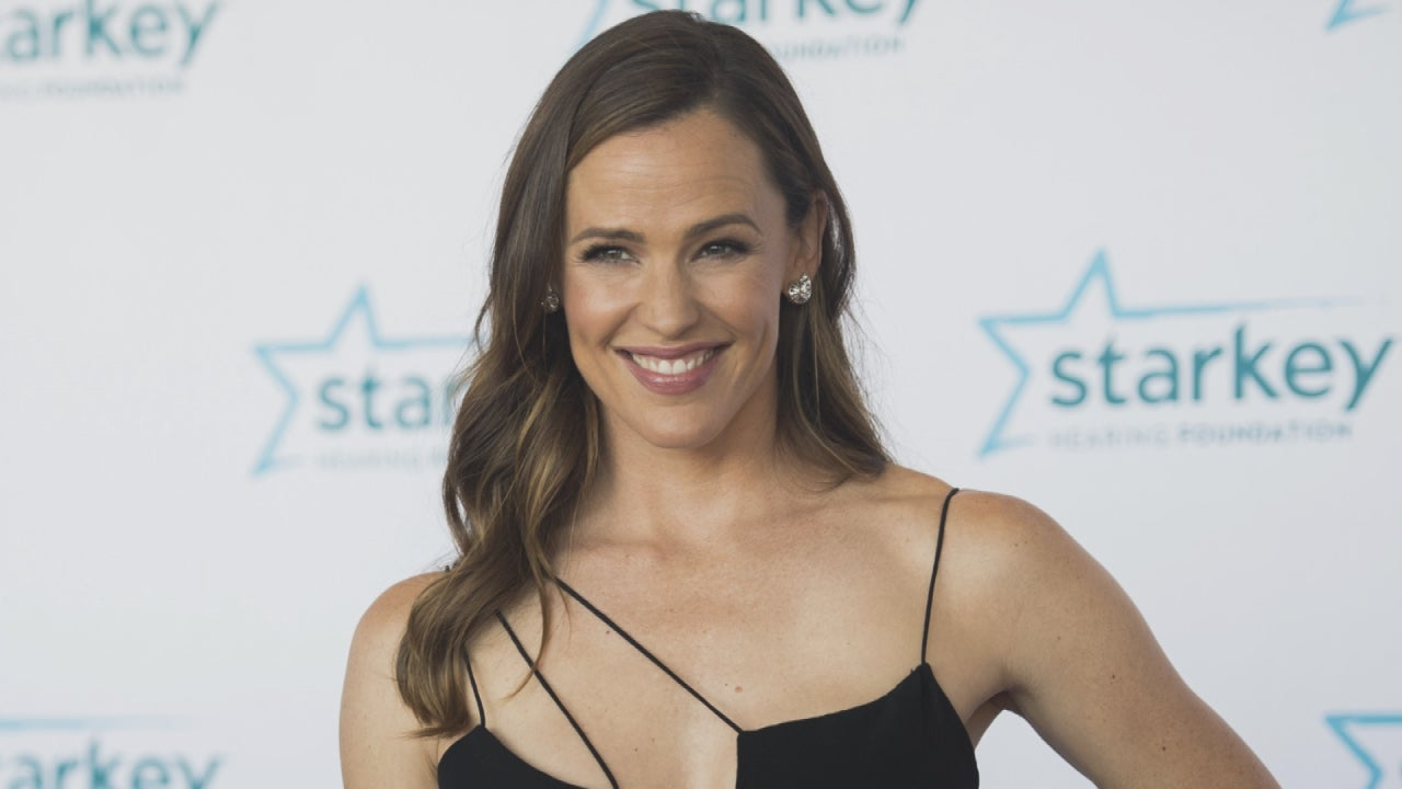 Jennifer Garner Looks Radiant While Being Honored At