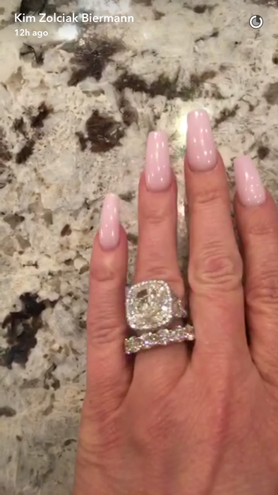 Kim Zolciak Shows Off New Diamond Ring From Husband Kroy ...