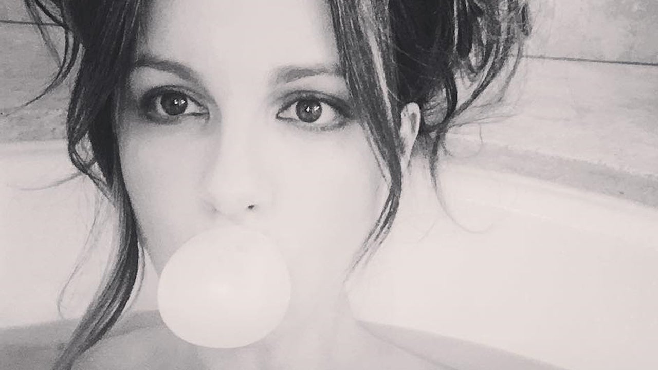 Kate Beckinsale Gives Off Major Pretty Woman Vibes With Bathtub Selfie