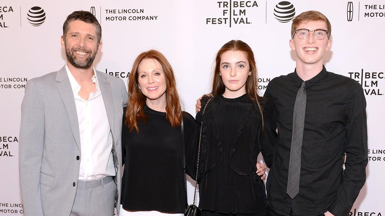 Julianne Moore Brings Lookalike Daughter Liv Freundlich to New