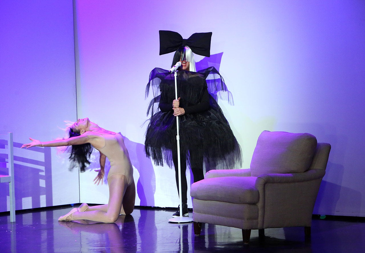 Ellen DeGeneres and Heidi Klum Perform as Sia and Maddie ...