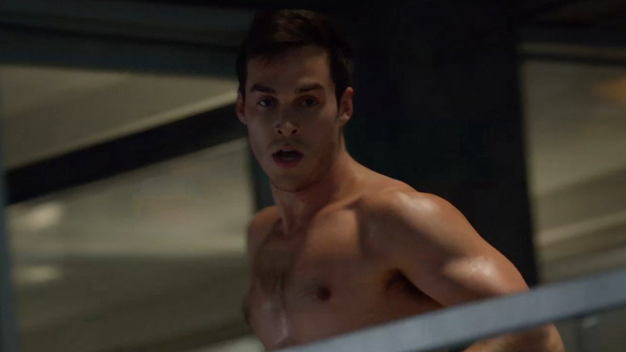 Exclusive A Shirtless Chris Wood Battles Supergirl In This Action Packed Sneak Peek Entertainment Tonight