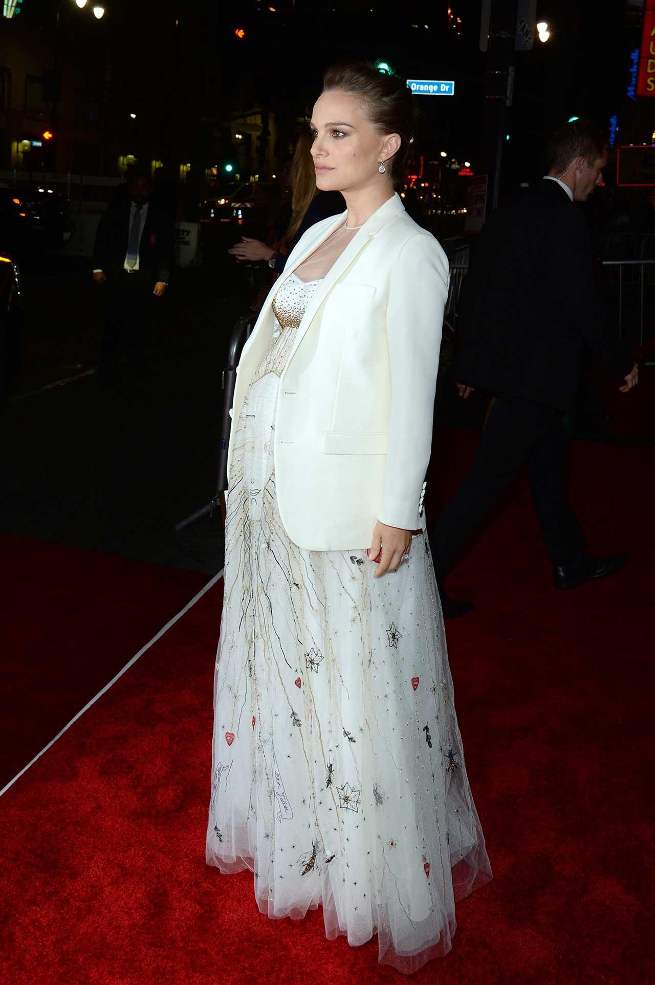 Natalie portman white dress pregnancy