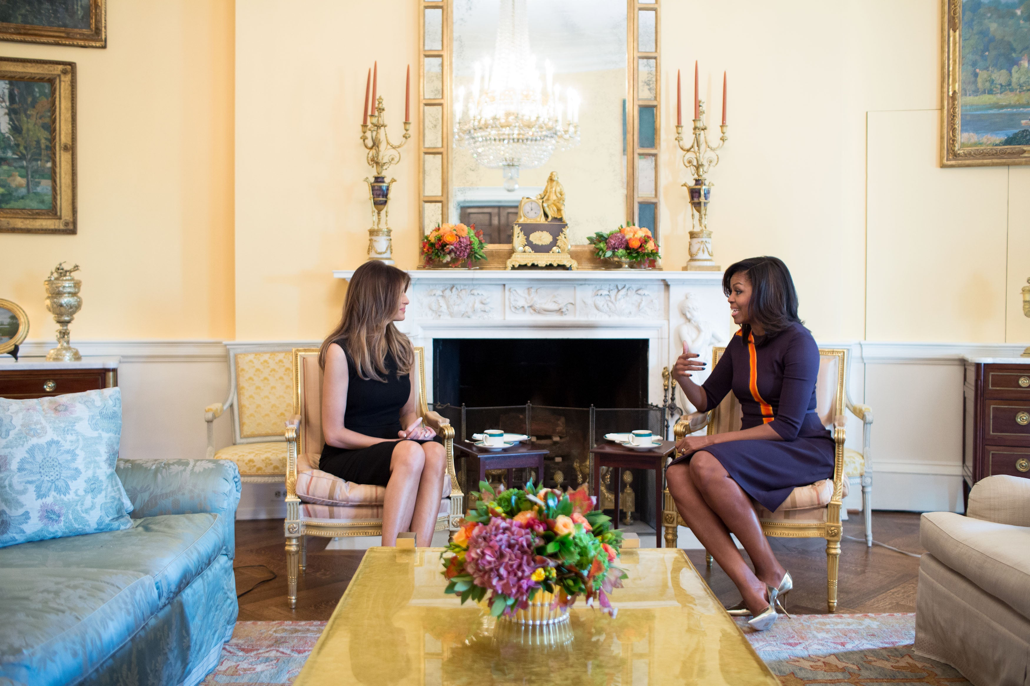 melania trump wears all black while meeting with michelle obama at
