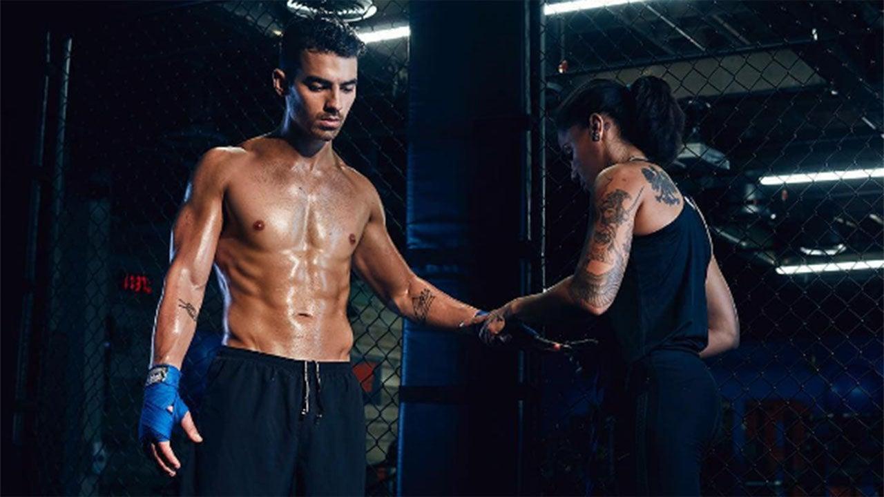Joe Jonas Sexy Underwear Ads Campaign for Guess - OnoBello.com