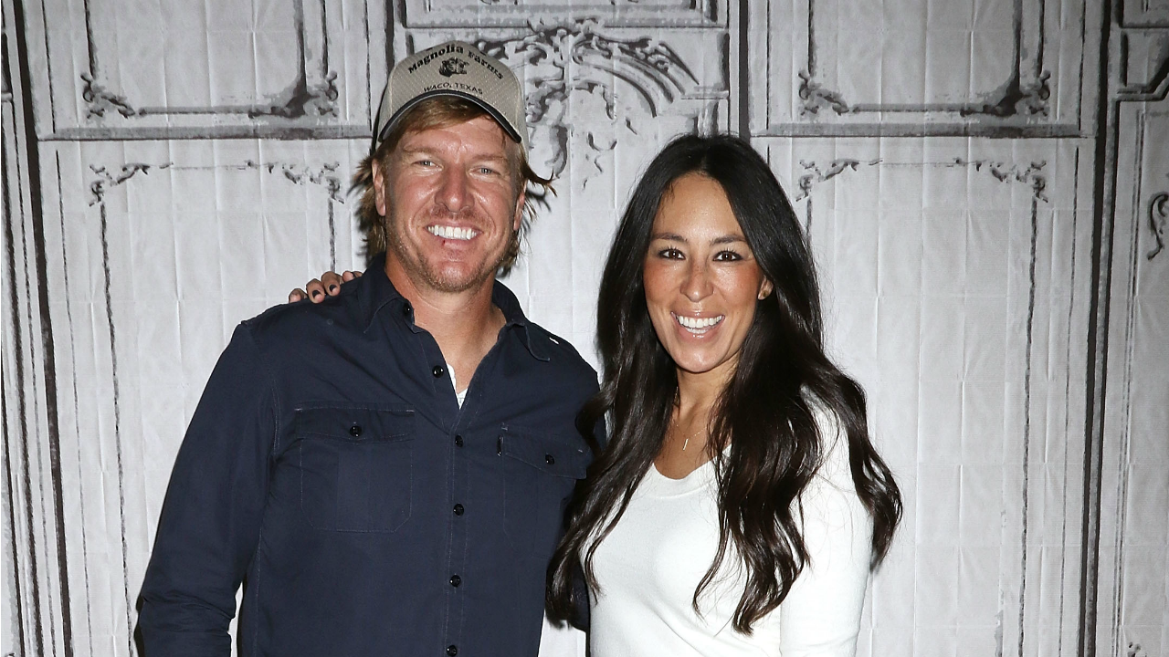 Chips Et Joanna Gaines chip and joanna gaines are not selling their 'fixer upper