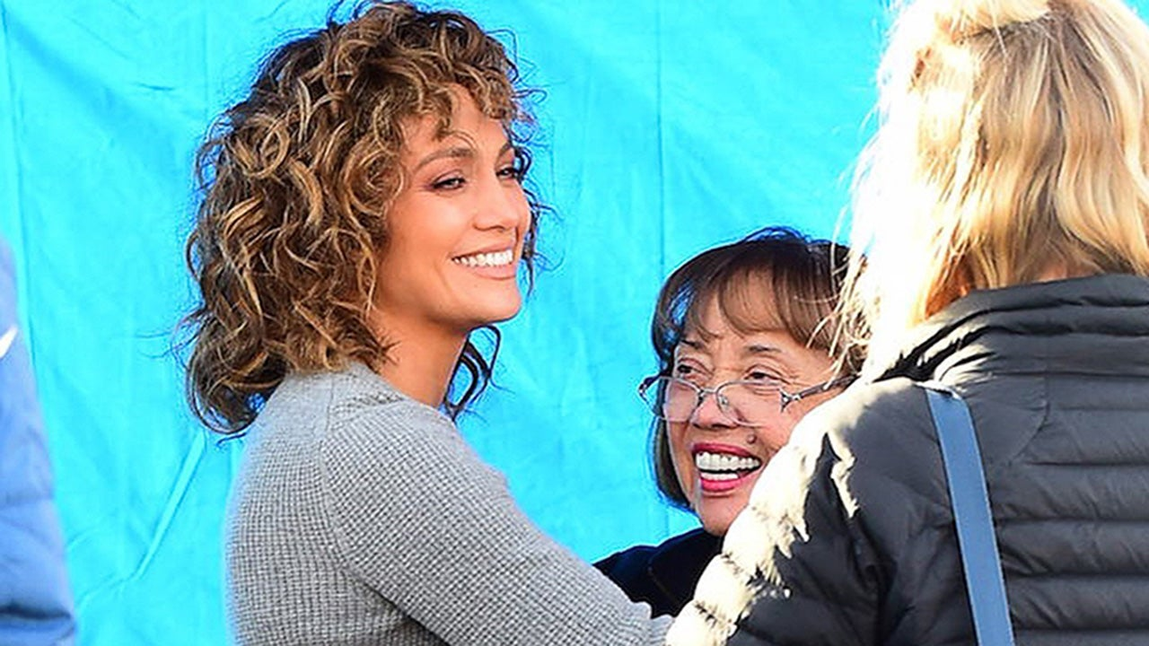 Jennifer Lopez Spends Time With Her Mom And Aunt On The