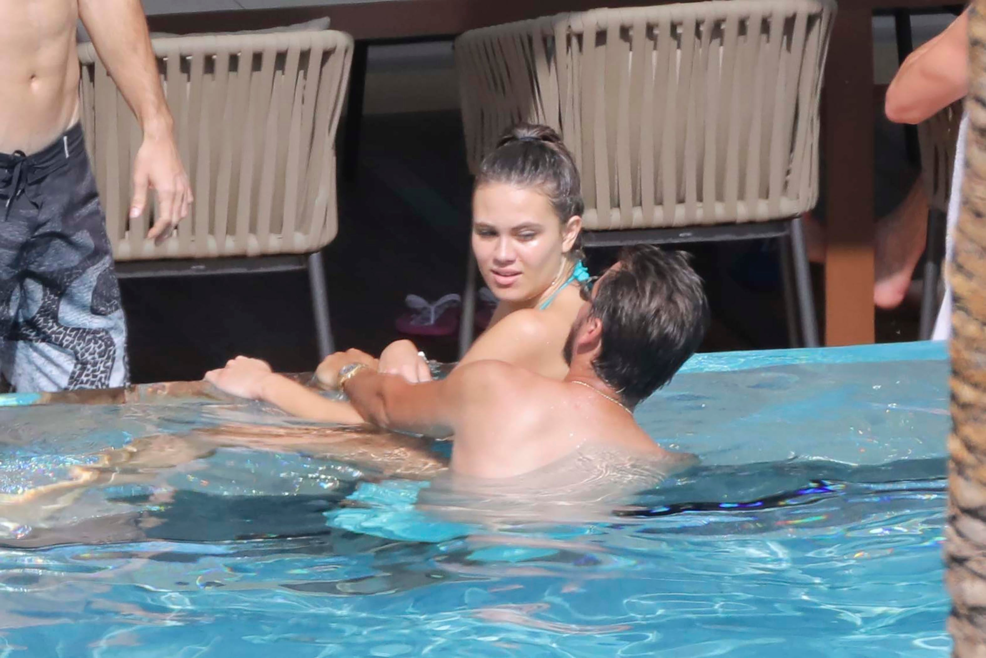Online Dating Sites >> Scott Disick Frolics With 2 More Girls After Bella Thorne and Ex Chloe Bartoli - See the Pics ...