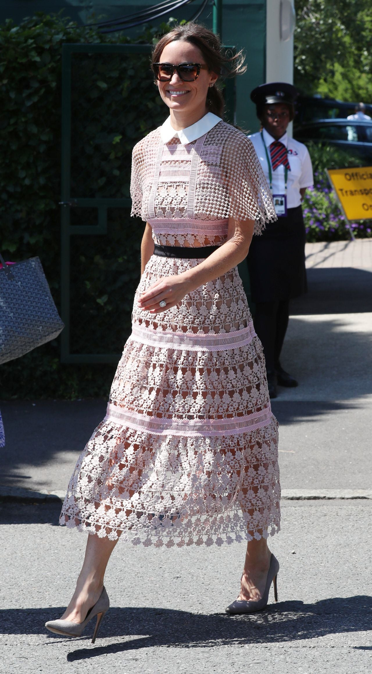 Pippa Middleton Is Pretty In Pink And Baring Her Midriff