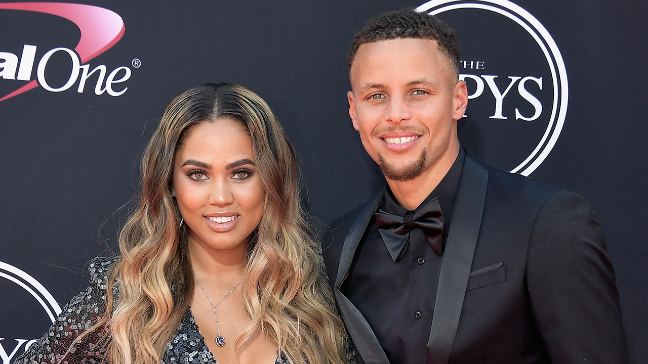 steph and ayesha curry are ultimate couple goals on the