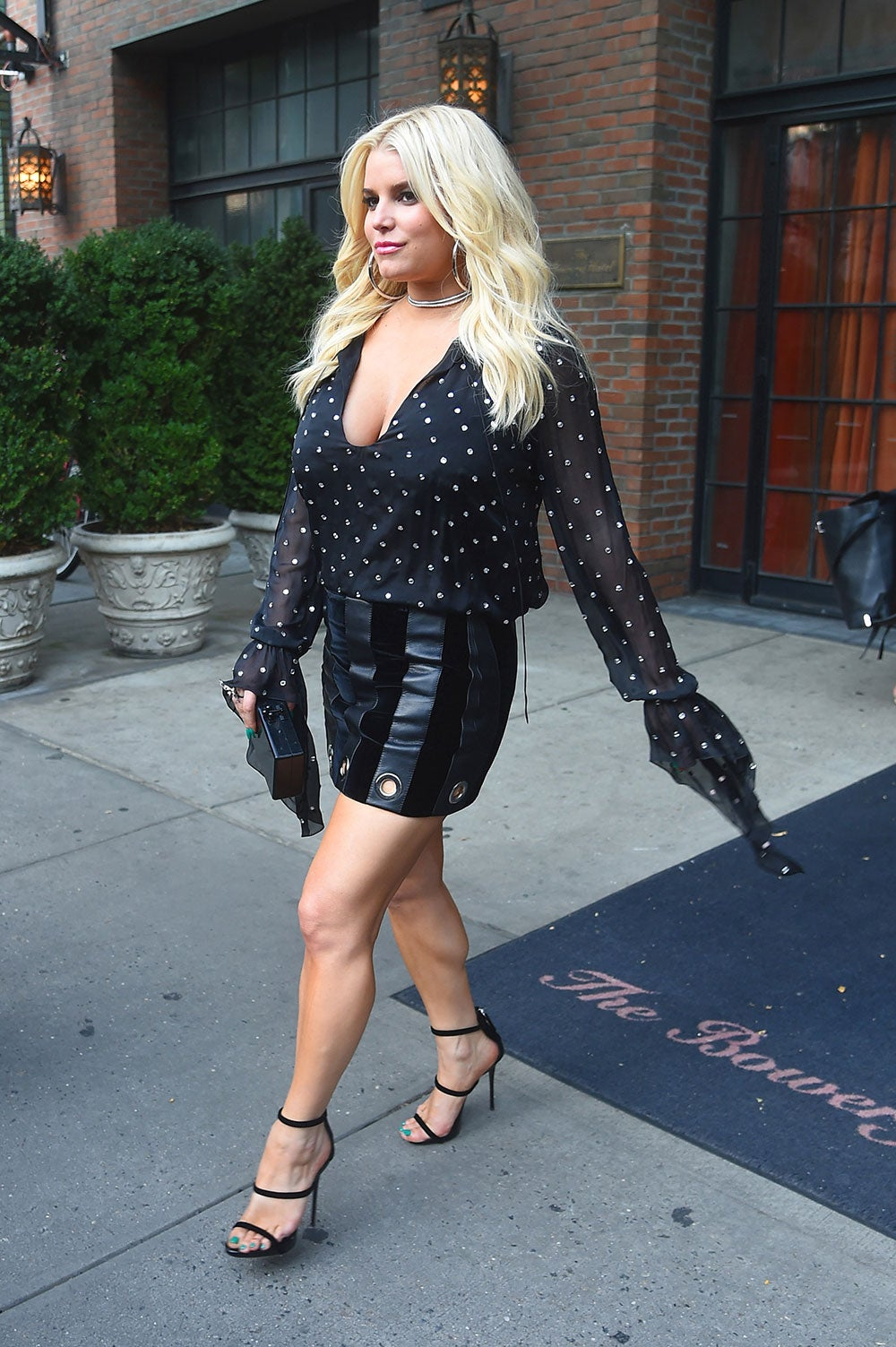 Jessica Simpson Can't Stop Rocking Cleavage-Baring Outfits ...