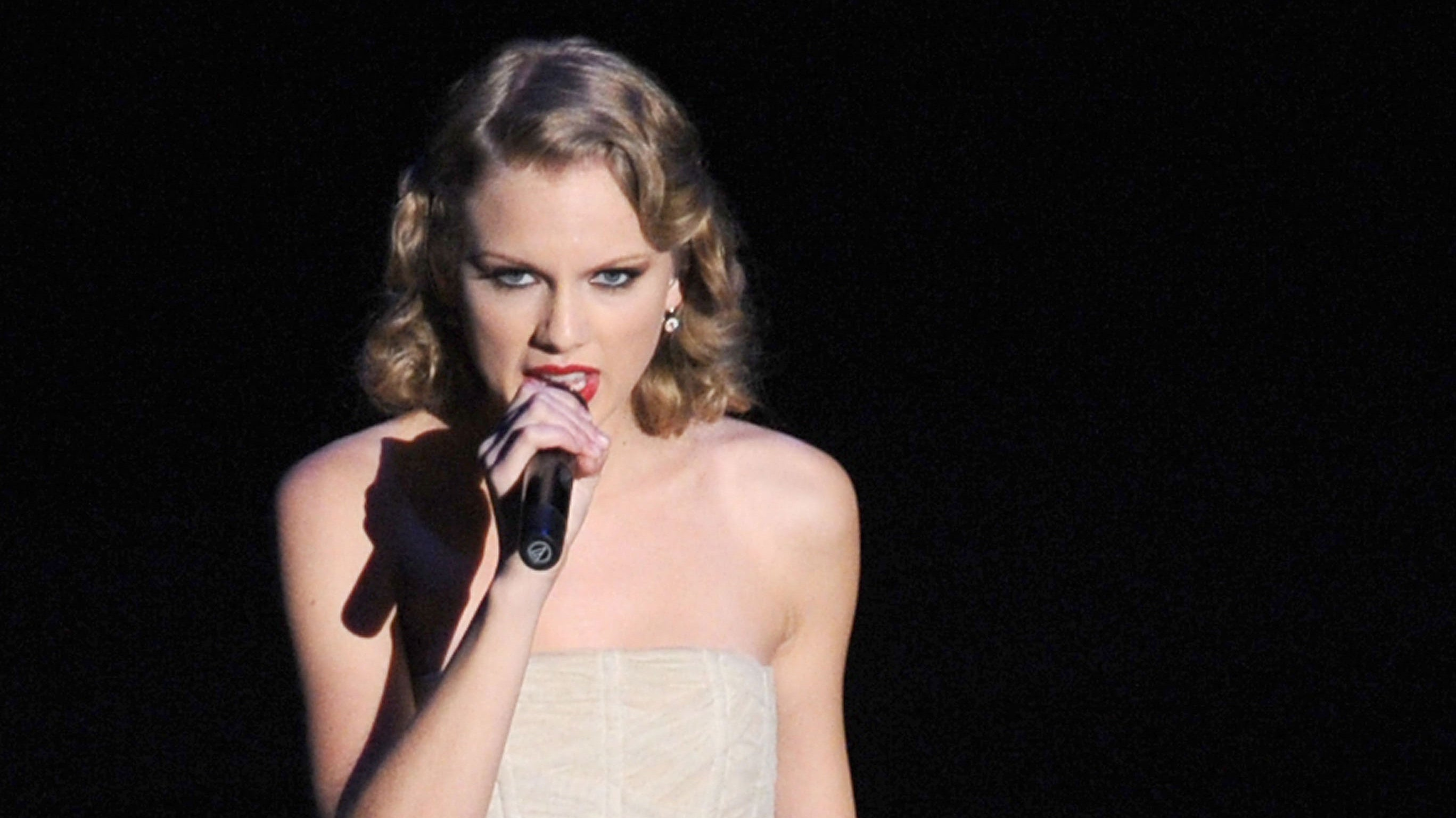The Complete History of Taylor Swift at the MTV Video Music Awards ...
