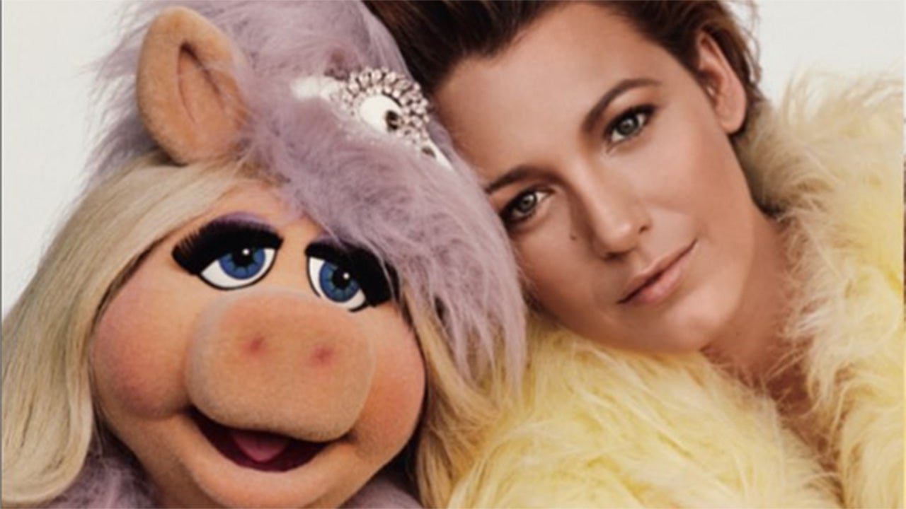 blake lively poses with kermit and miss piggy for 39 love 39 magazine see the cute pics. Black Bedroom Furniture Sets. Home Design Ideas