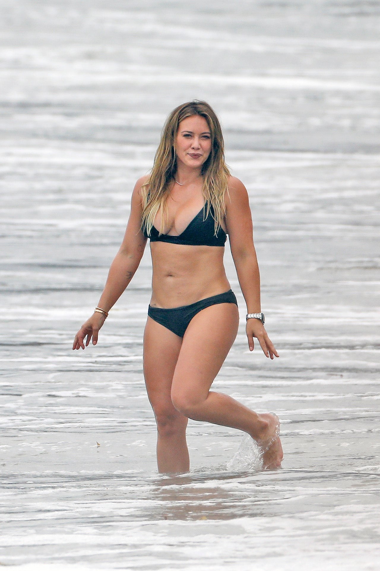Hilary Duff Slays In A Black Bikini While Enjoying A Beach Day With Her Ex Mike Comrie And Son