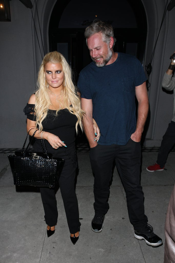 Jessica Simpson's Husband Sweetly Saves Her as She Takes a ...