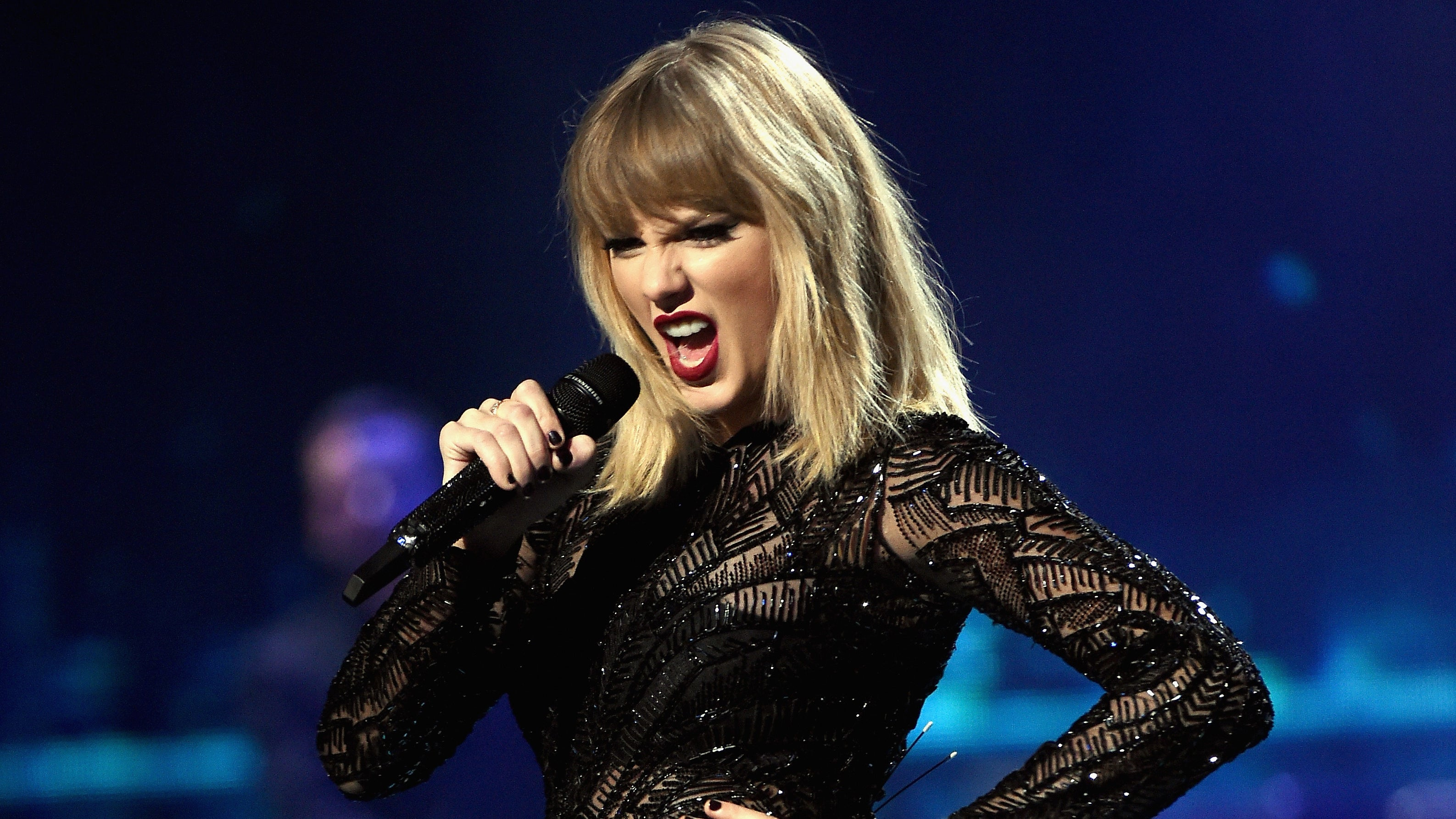 Video: Taylor Swift Drunk On Stage