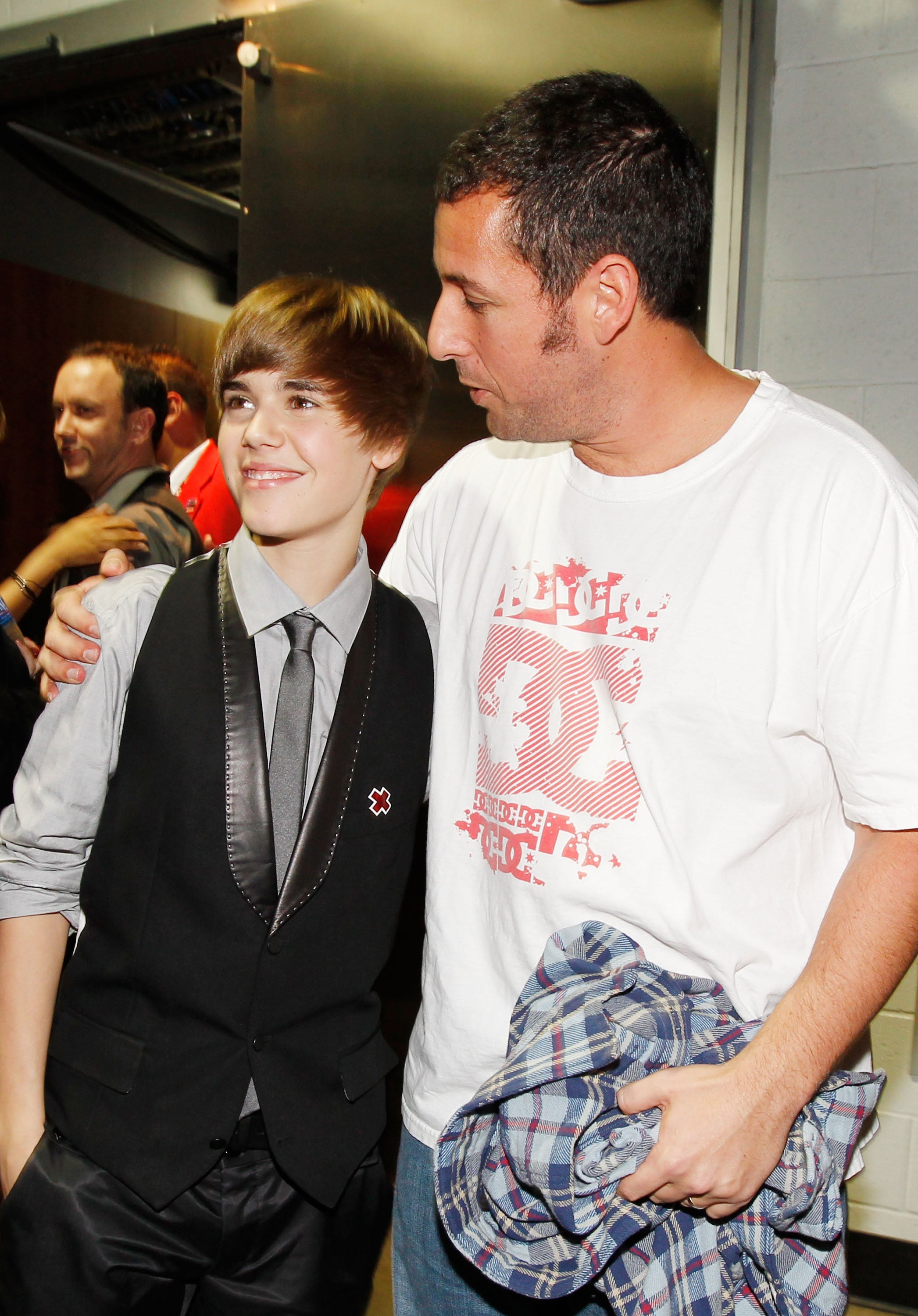 Adam sandler dishes on his dinner with justin bieber hes funny as adam sandler dishes on his dinner with justin bieber hes funny as hell exclusive entertainment tonight m4hsunfo