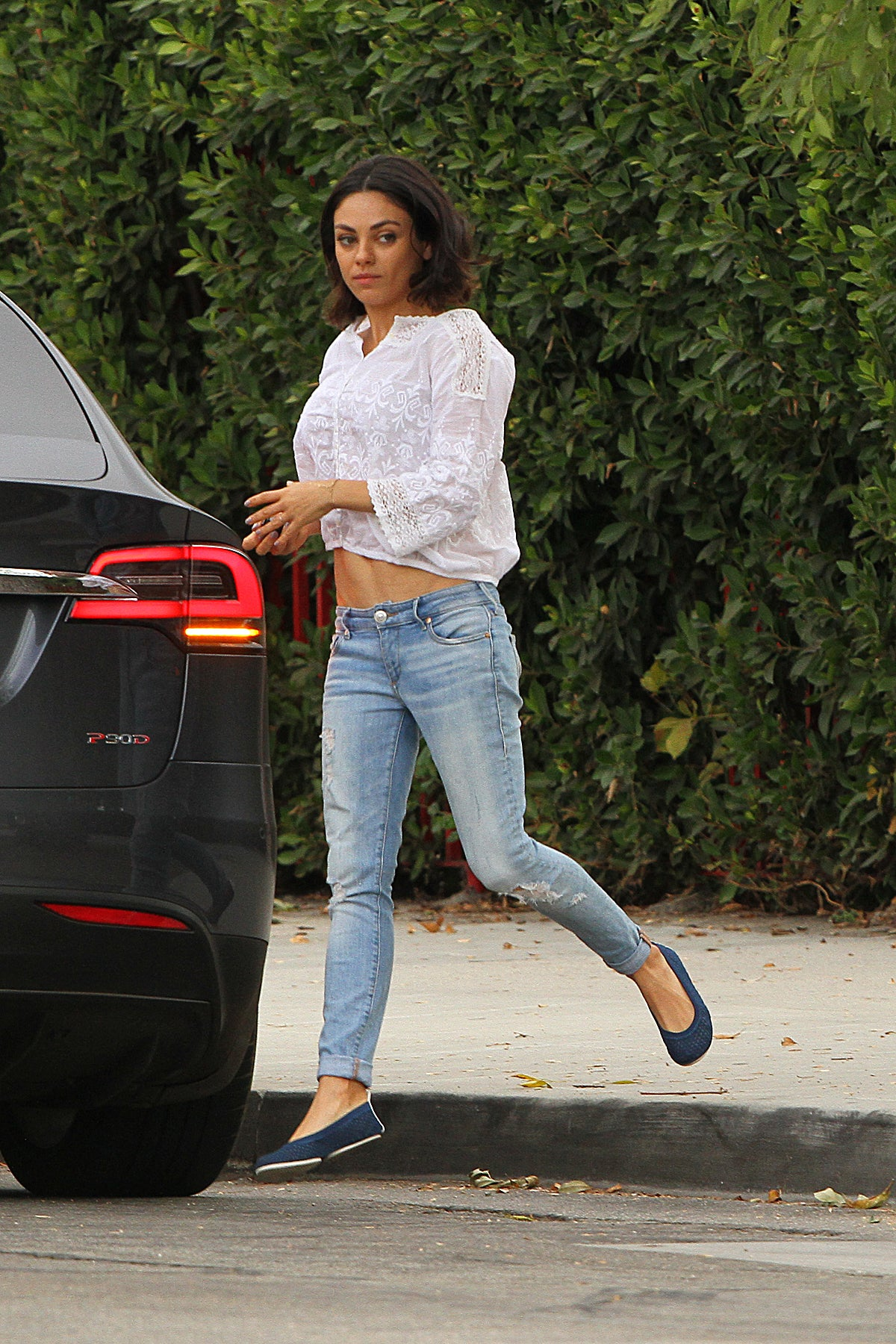 Mila kunis flashes toned abs while running errands in los angeles milakunismega1029110011 ccuart Choice Image