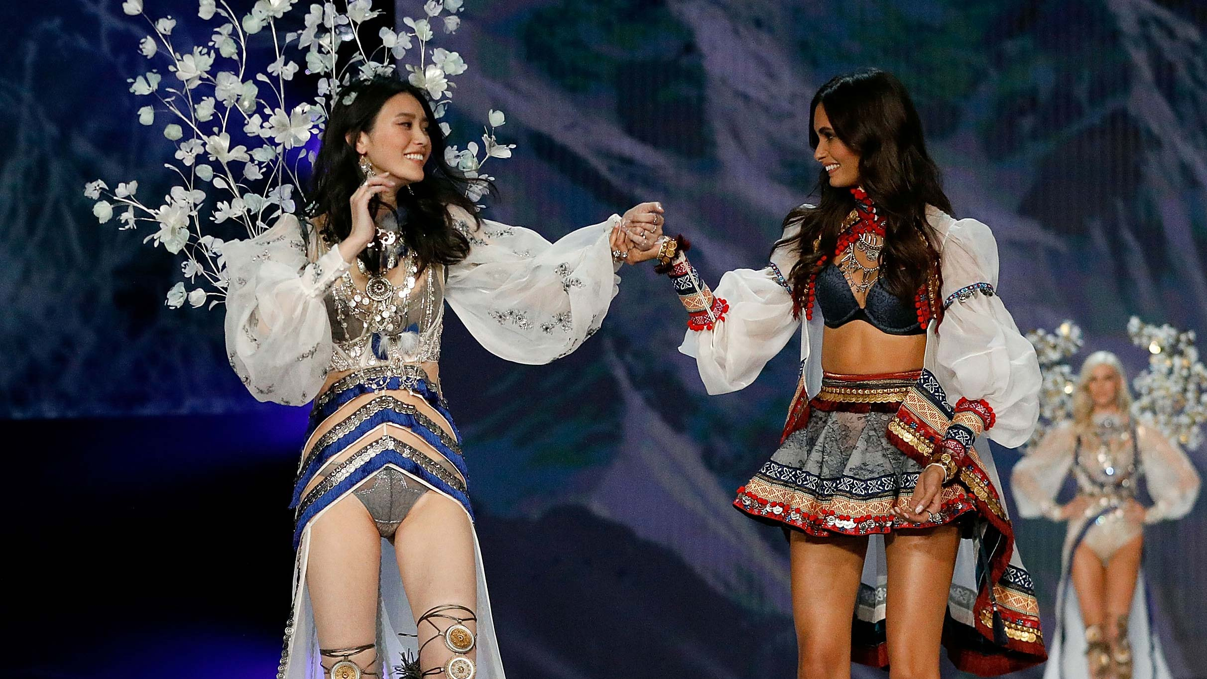 Victoria S Secret Angels Sweetly Support Ming Xi After Her