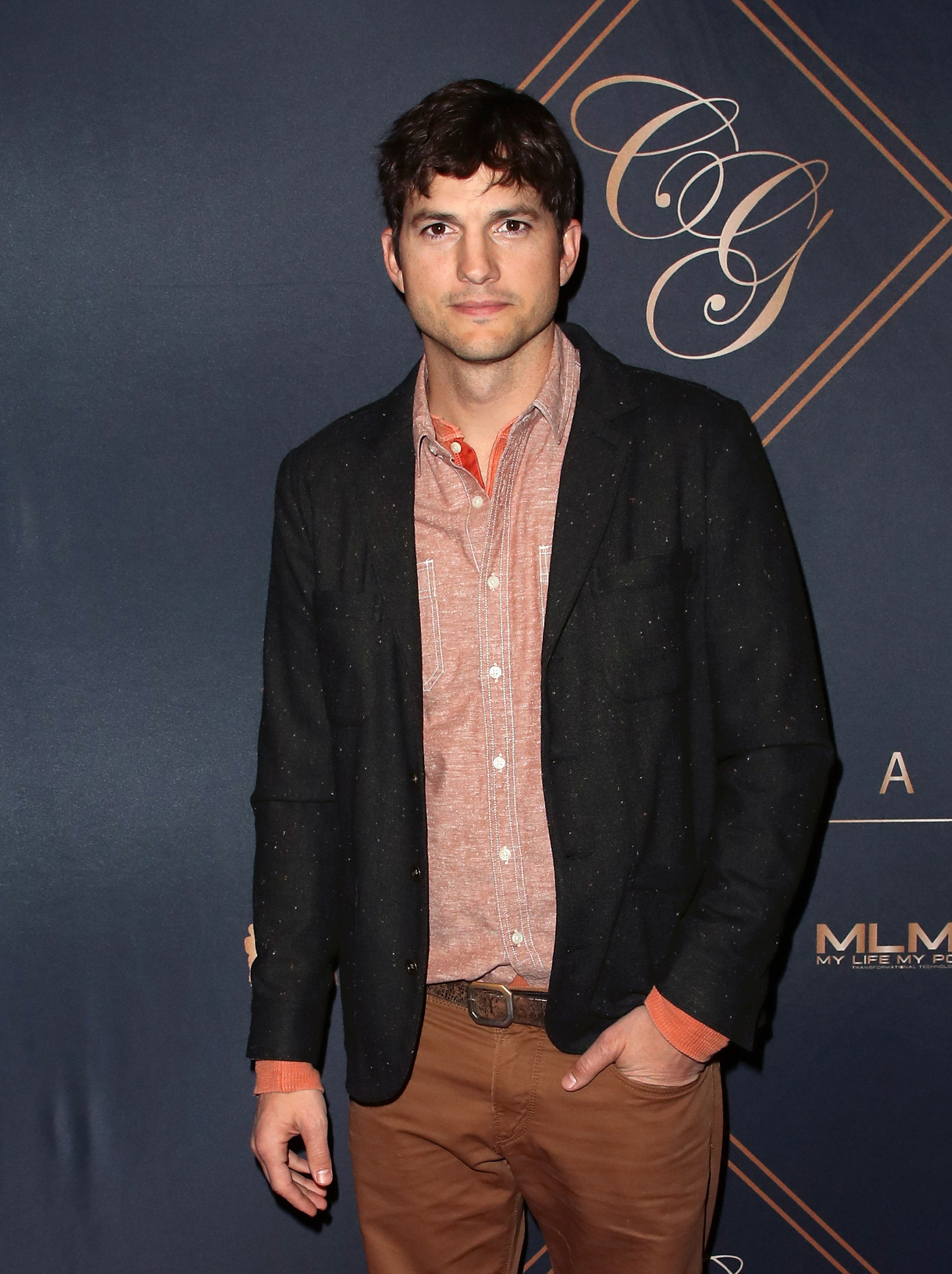 Ashton Kutcher is preparing for a new wedding after a divorce from Demi Moore 11.28.2013 12
