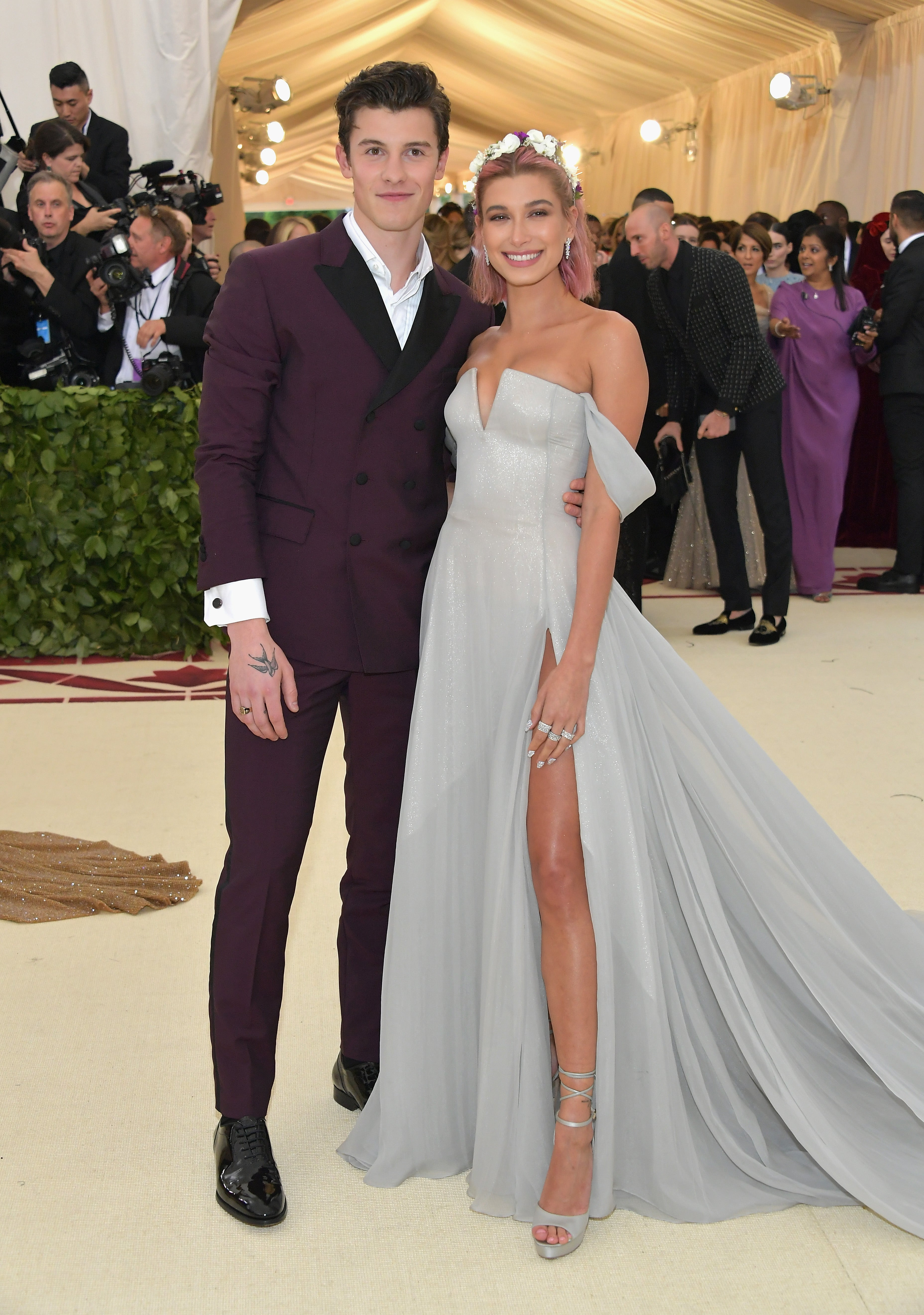 298e076bfc475 Shawn Mendes Says He Texted Hailey Baldwin Following Her Engagement ...