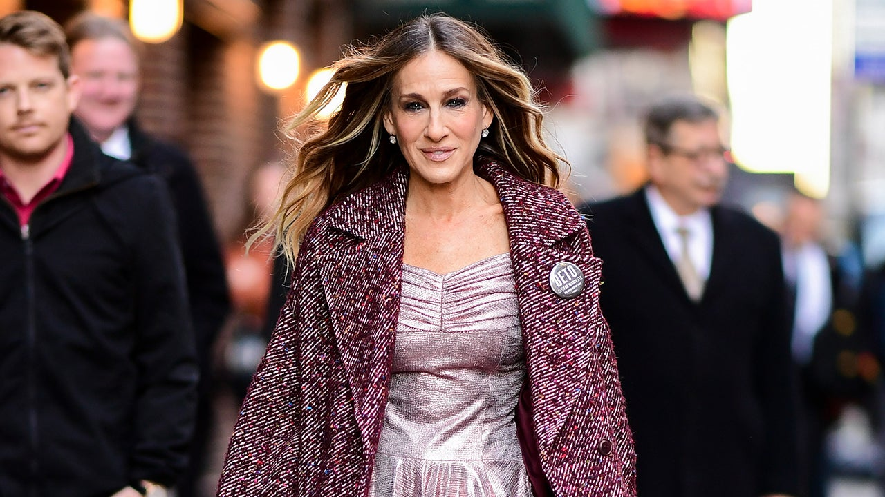 Sarah Jessica Parker Does Her Own Laundry, Chats on Halston in Latest Issue ofVogue