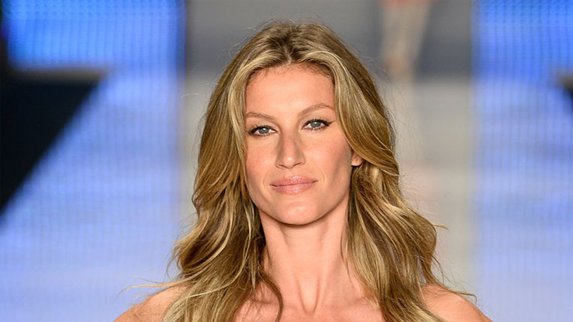 Gisele Bundchen and Daughter Vivian Are Identical in Childhood Pics