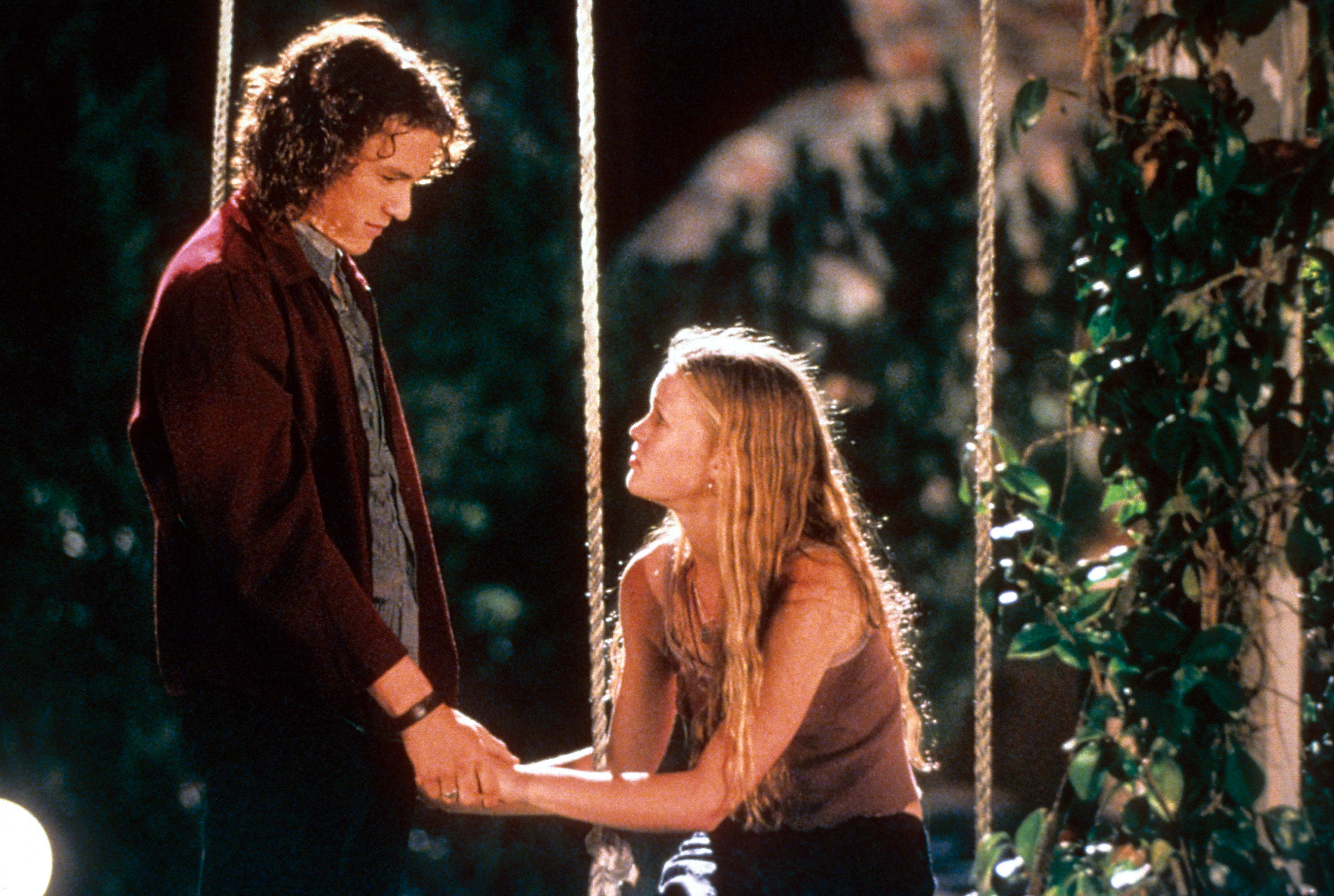 Heath Ledger and Julia Stiles in 10 things i hate about you