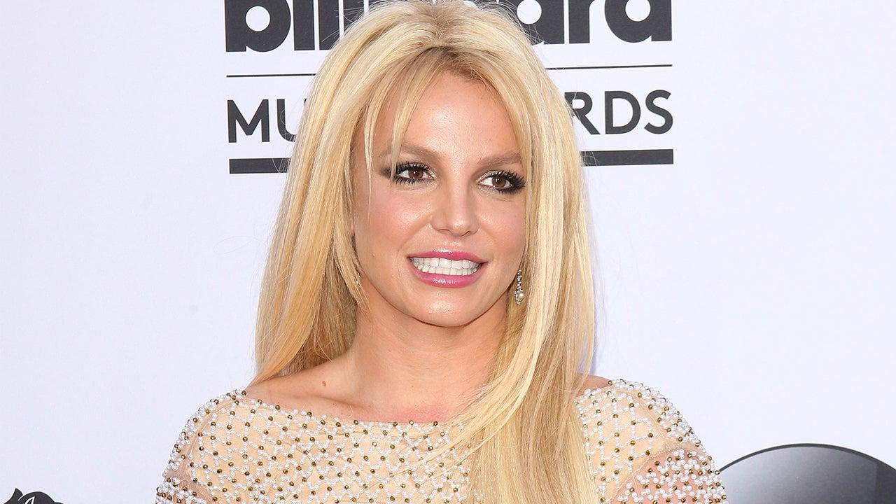 Photo of Melissa Joan Hart  & her friend Britney Spears
