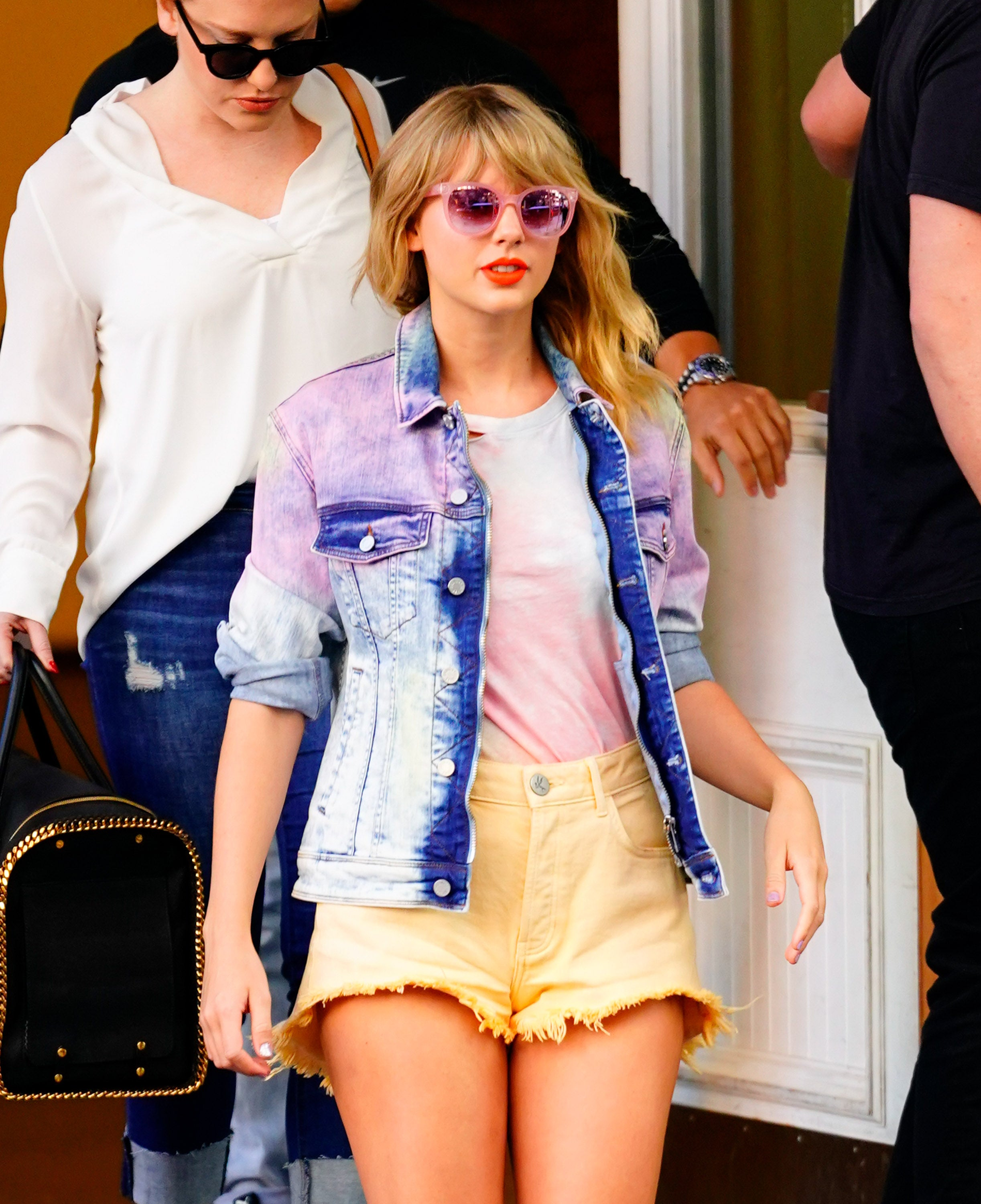 Taylor Swift Is A Tie Dye Daydream As She Continues Her Pastel Color