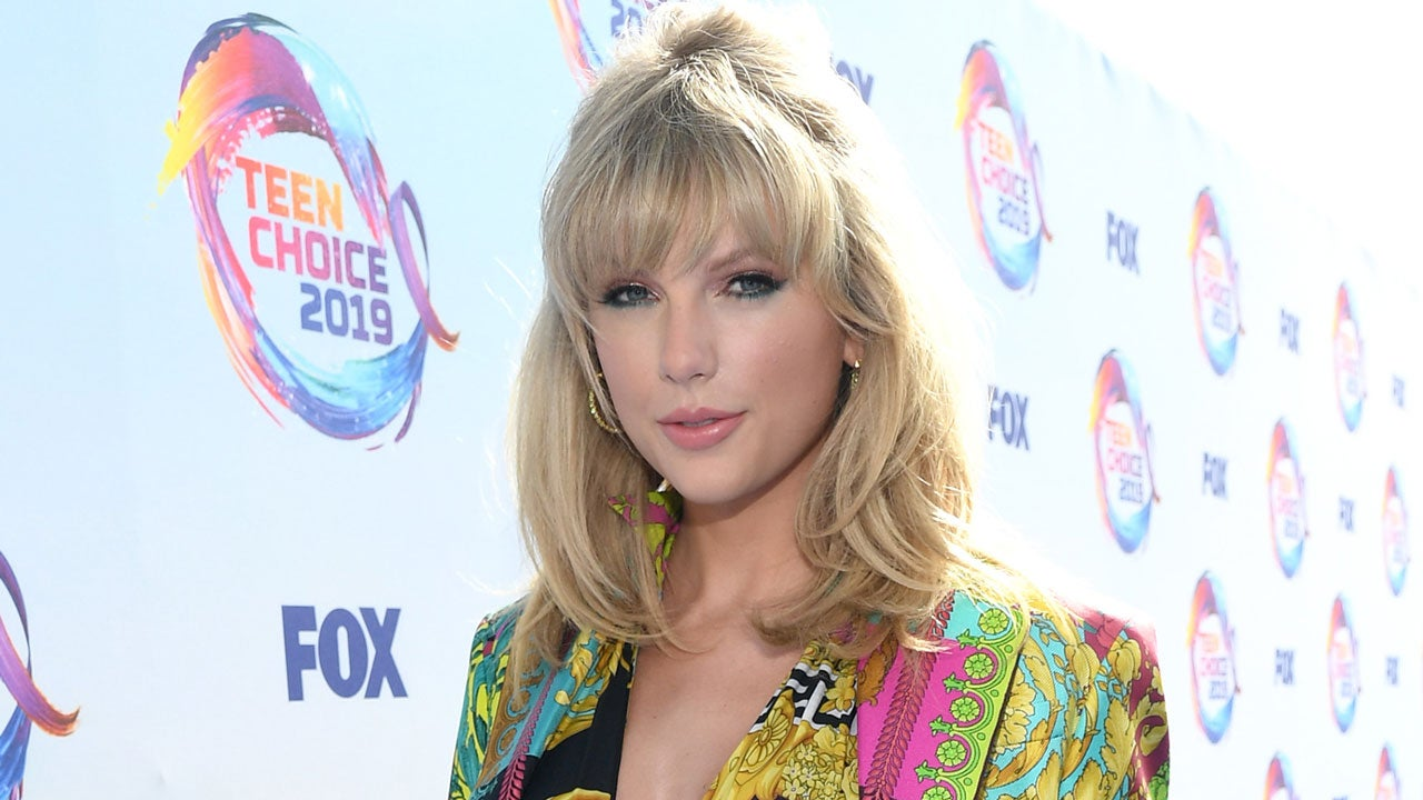 Taylor Swift Reveals Release Date For New Single Lover While Accepting Icon Award At 2019 Teen Choice Awards Entertainment Tonight