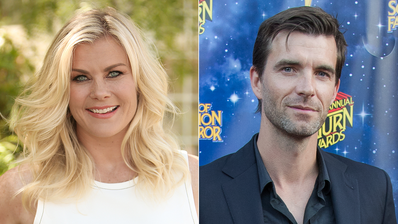 Christmas At Holly Lodge Cast.Alison Sweeney To Star In Blake Shelton Produced Hallmark