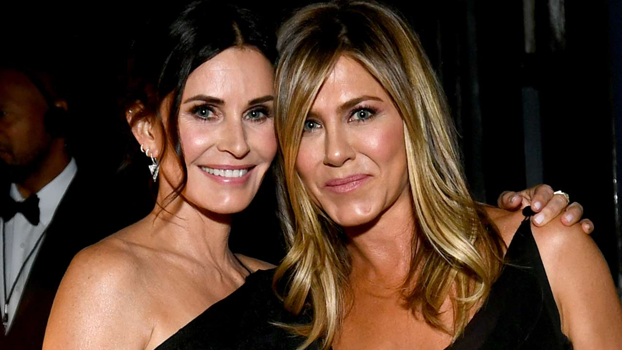 Courteney Cox Welcomes Jennifer Aniston to Instagram: 'You're Gonna Love It!'