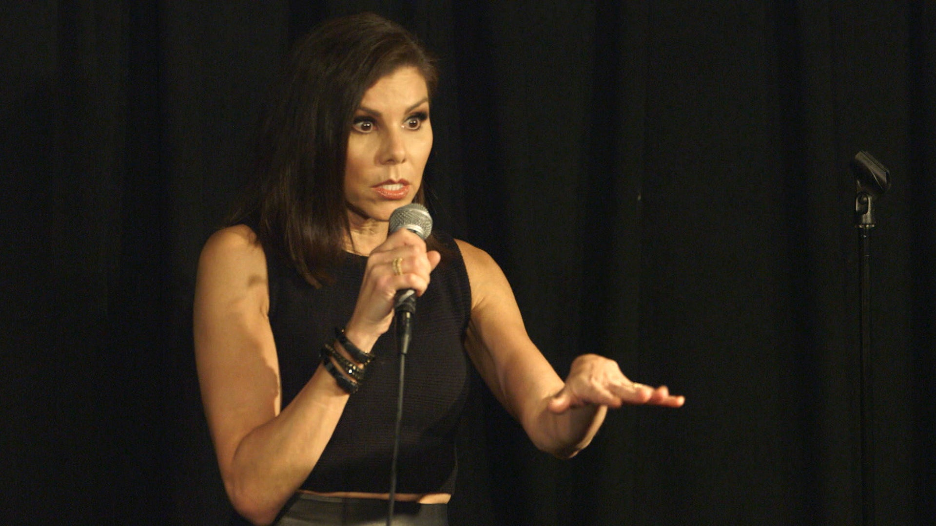 Heather Dubrow Pokes Fun at 'Real Housewives' During Surprise Stand-Up Gig -- Watch! (Exclusive)