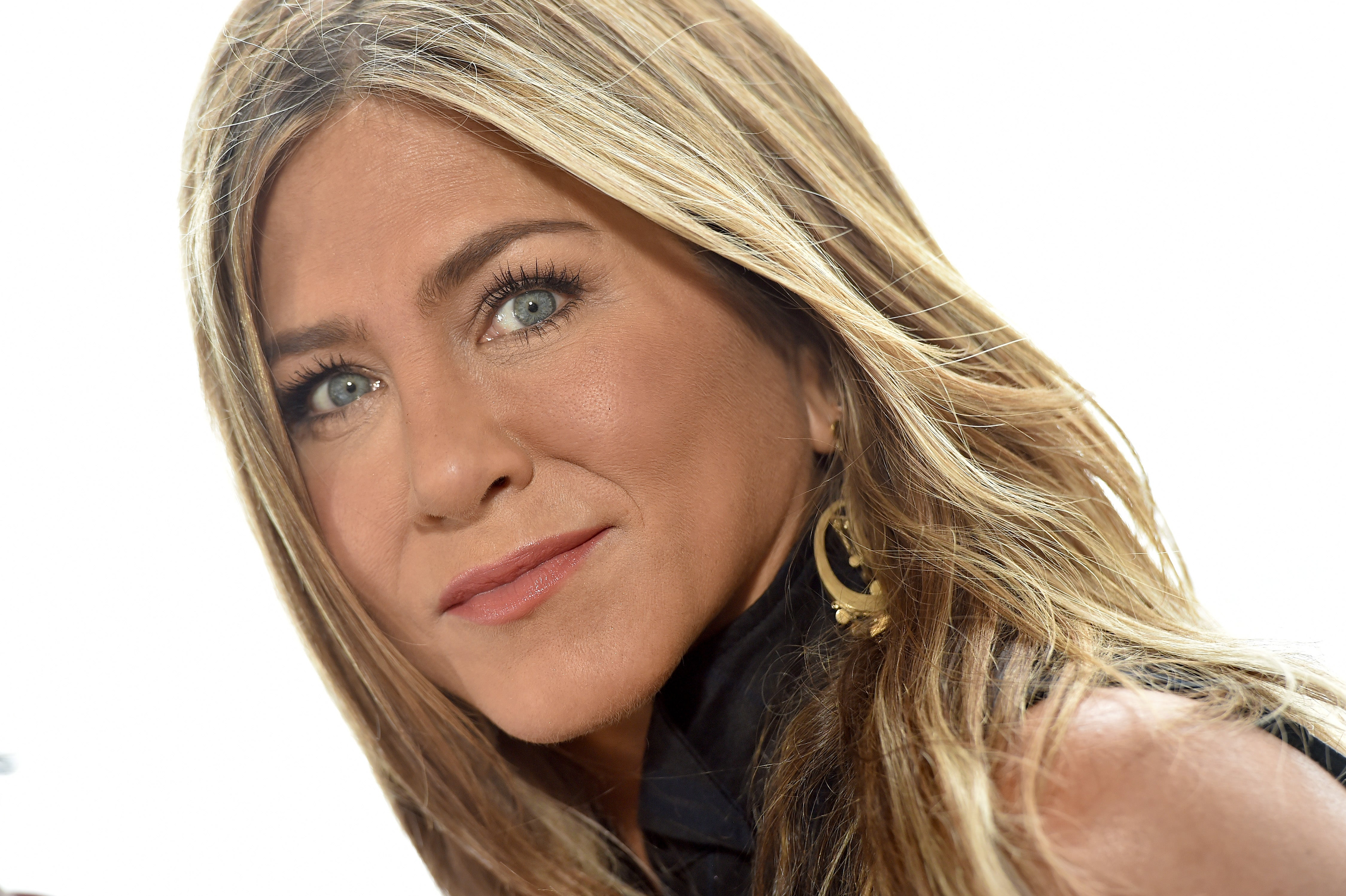 Jennifer Aniston Jokes She's 'Trying to Build Content,' Cuddles Up to Dave Matthews on Instagram