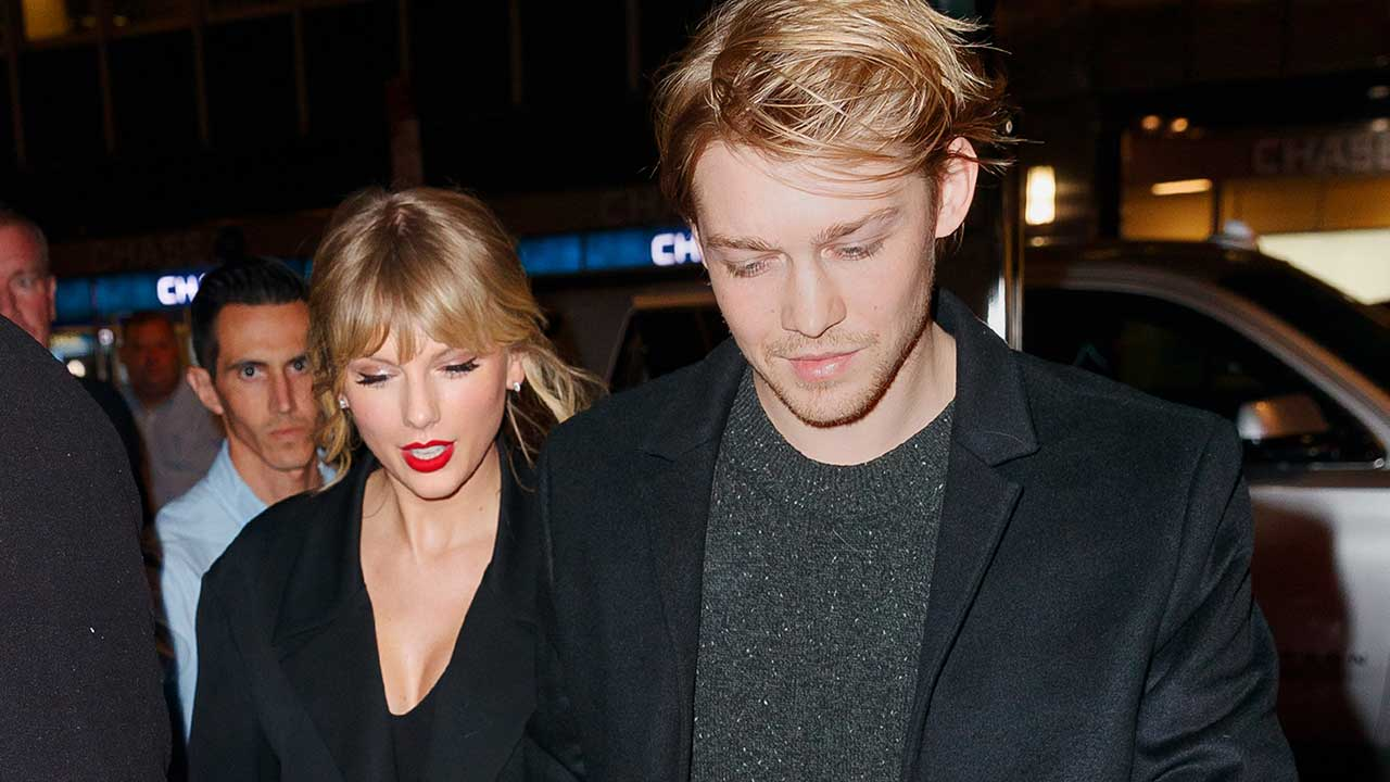 Taylor Swift and Joe Alwyn Seen Hand-in-Hand Outside 'SNL' After-Party