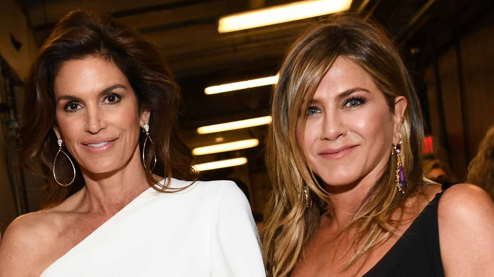 Cindy Crawford's Throwback Pic With Jennifer Aniston, Gabrielle Union and More Is a Whole 'Lot of Girl Power'
