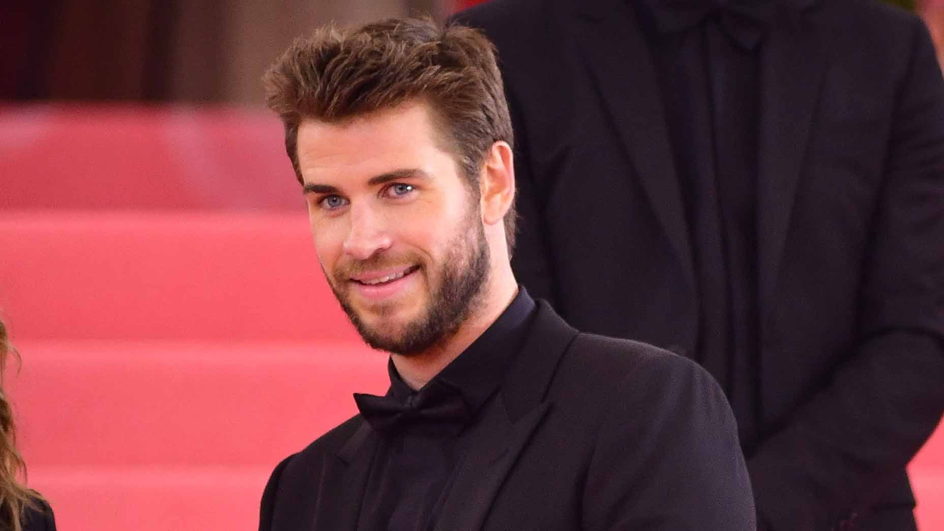 Liam Hemsworth Just Discovered He's a 'Thirst Trap'