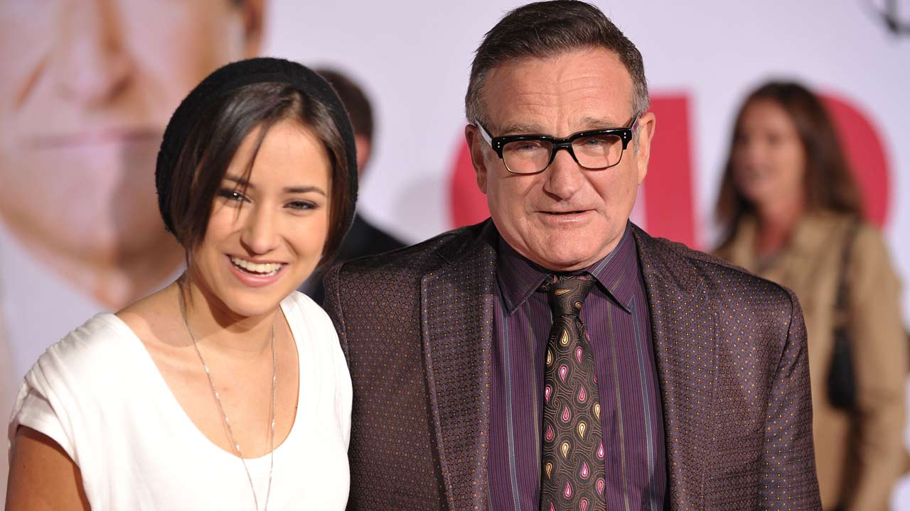 Robin Williams Daughter Zelda Celebrates Late Dad S 69th Birthday By Giving Back Entertainment Tonight