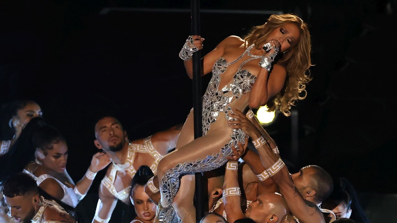 Jennifer Lopez Delivers Sexy Super Bowl Halftime Performance That Includes an Epic 'Hustlers' Moment