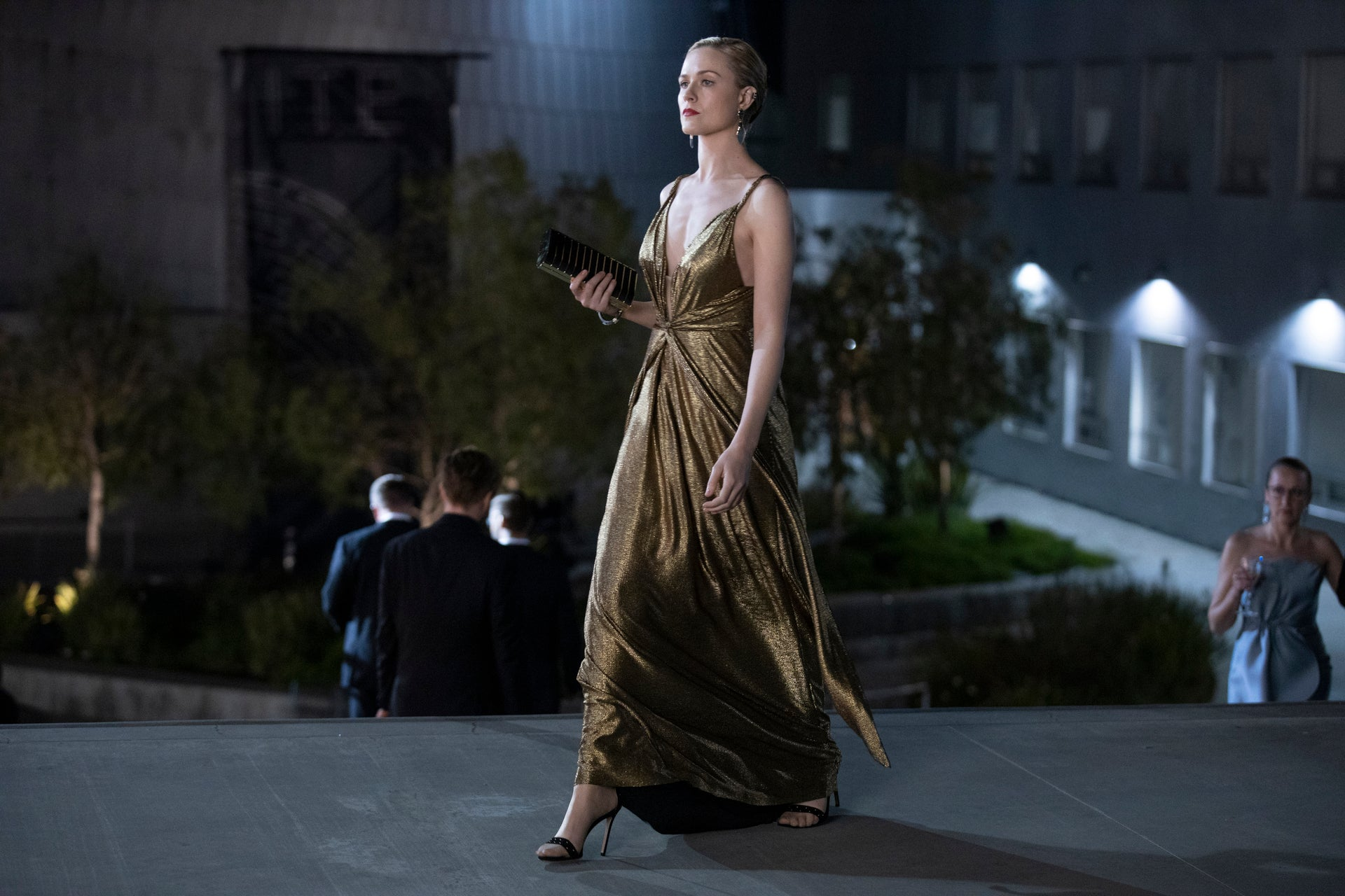 Westworld Costume Designer Talks Dolores Futuristic Fashion And That Gold Transformation Dress Exclusive Entertainment Tonight