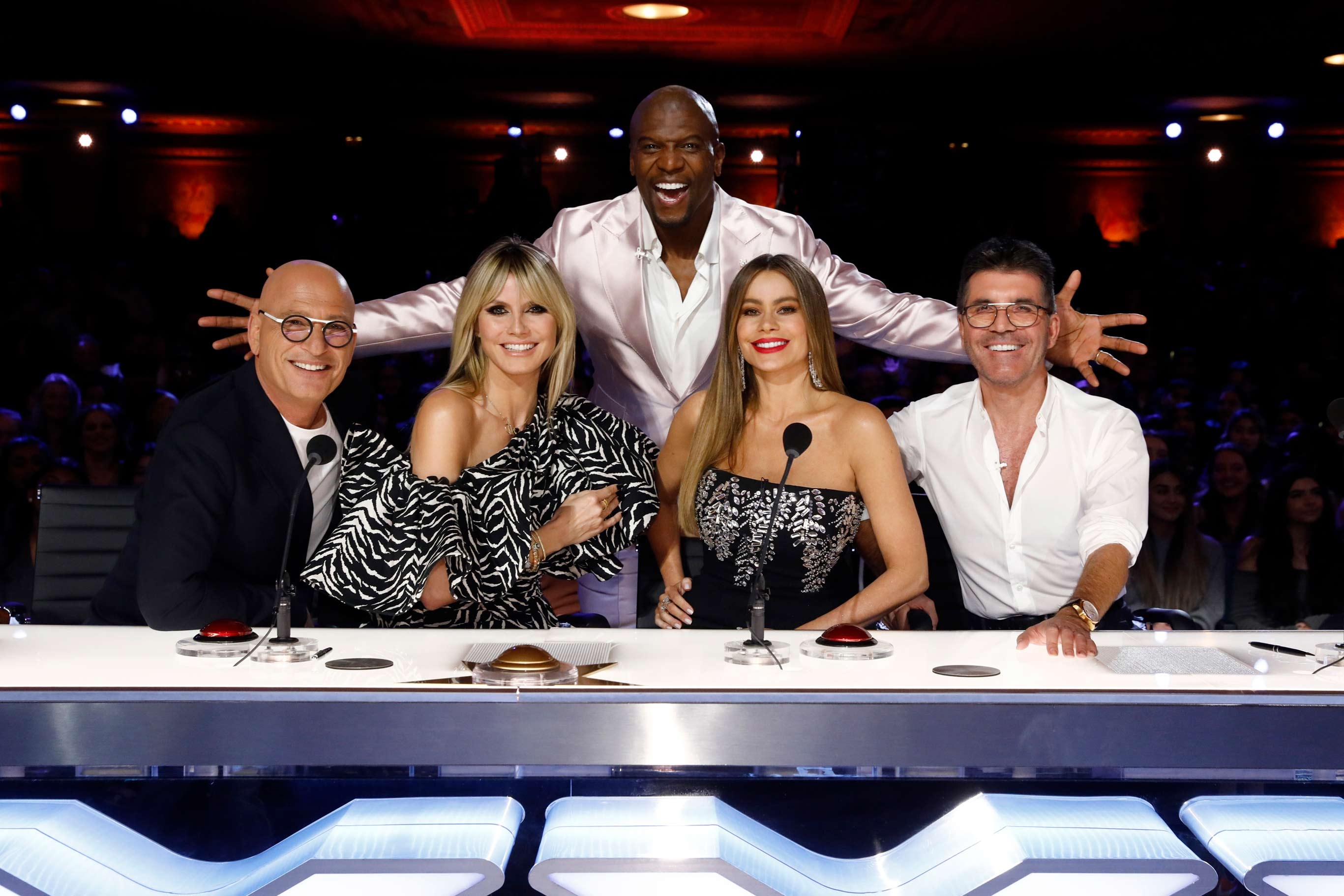 Heidi Klum And Sofia Vergara Wish Simon Cowell A Speedy Recovery From Agt Set After His Back Surgery Entertainment Tonight
