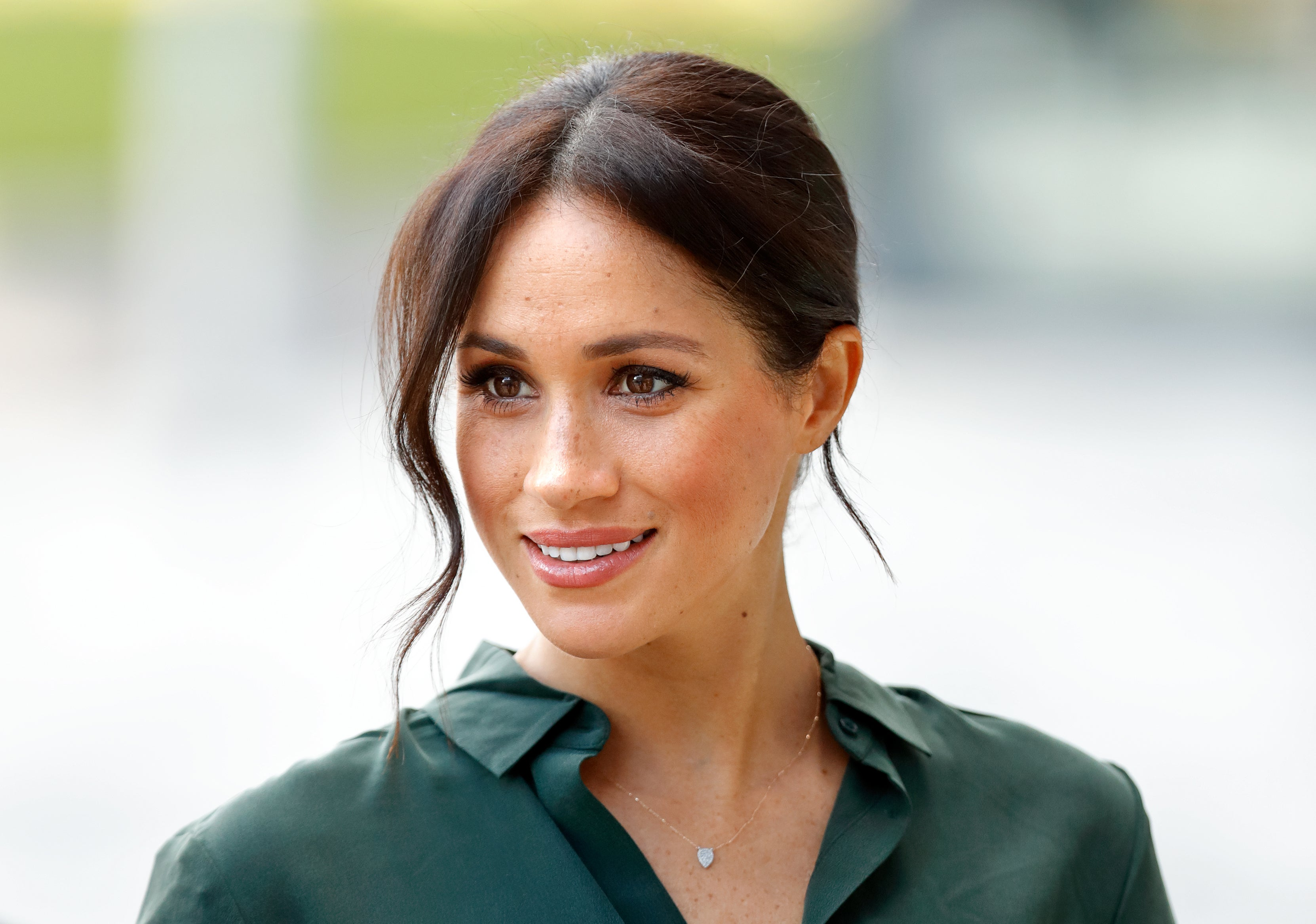 Meghan Markle S Favorite Makeup Beauty Skincare And Hair Products Entertainment Tonight