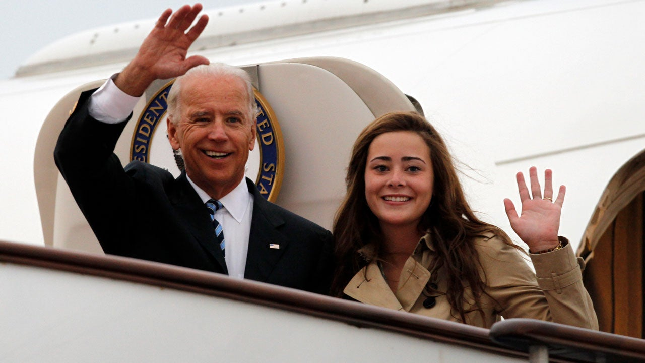 Joe Biden S Granddaughter Naomi Shares Sweet Throwback Photo With Sasha And Malia Obama Entertainment Tonight