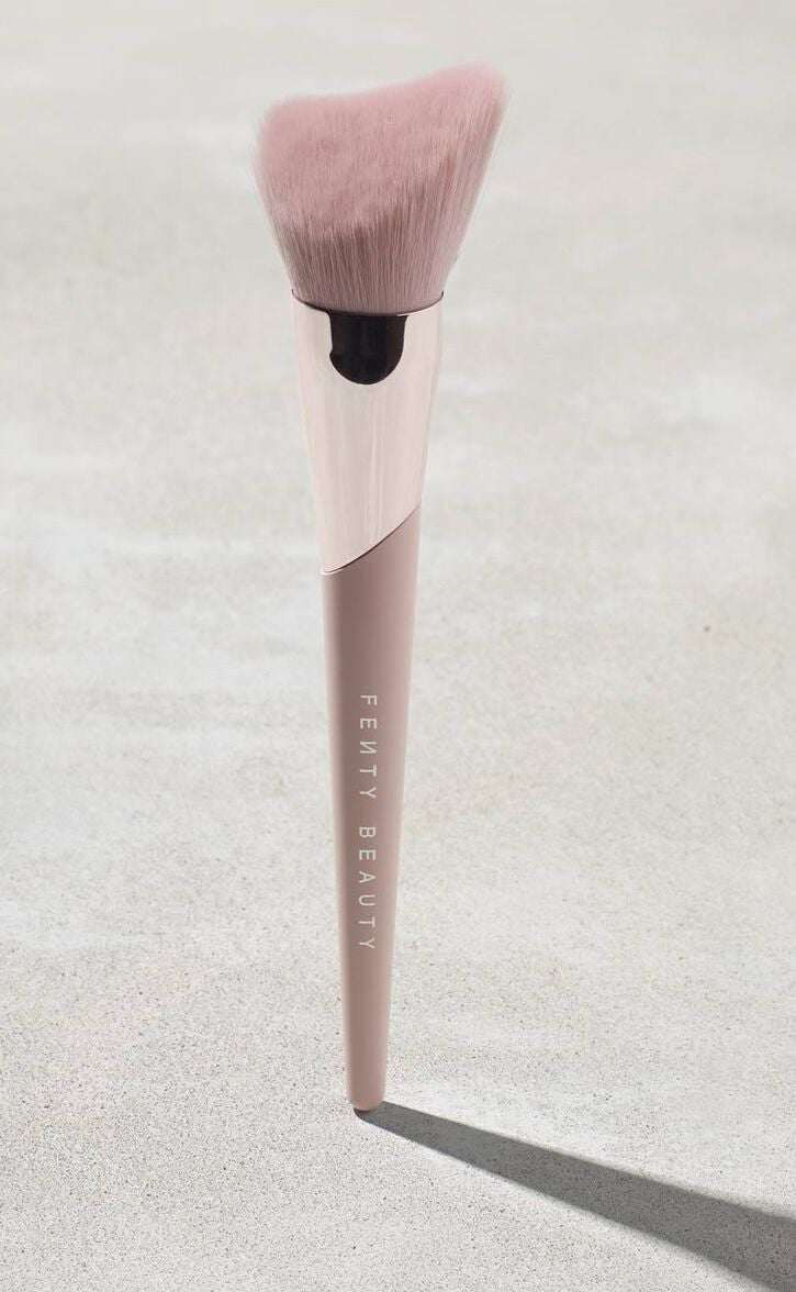 Cheek-Hugging Bronzer Brush 190